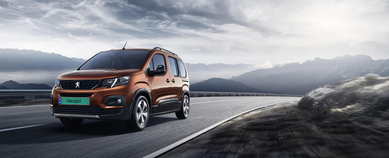 Peugeot Rifter varebil kjører på veien