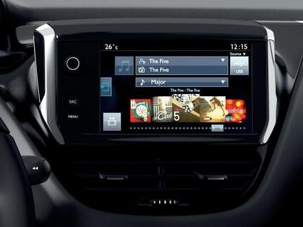 Berøringsskjermen til en Peugeot 208