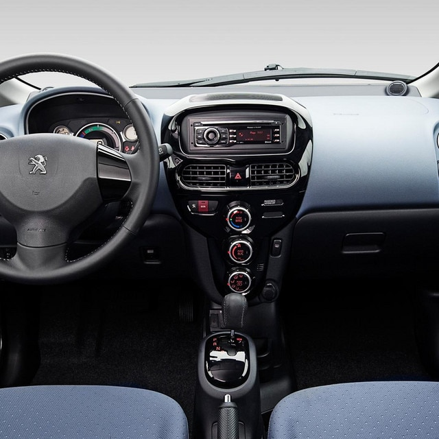 Kupeen i en Peugeot iOn