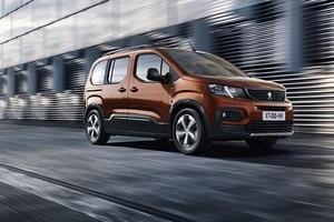 Nye Peugeot Rifter kjører på veien