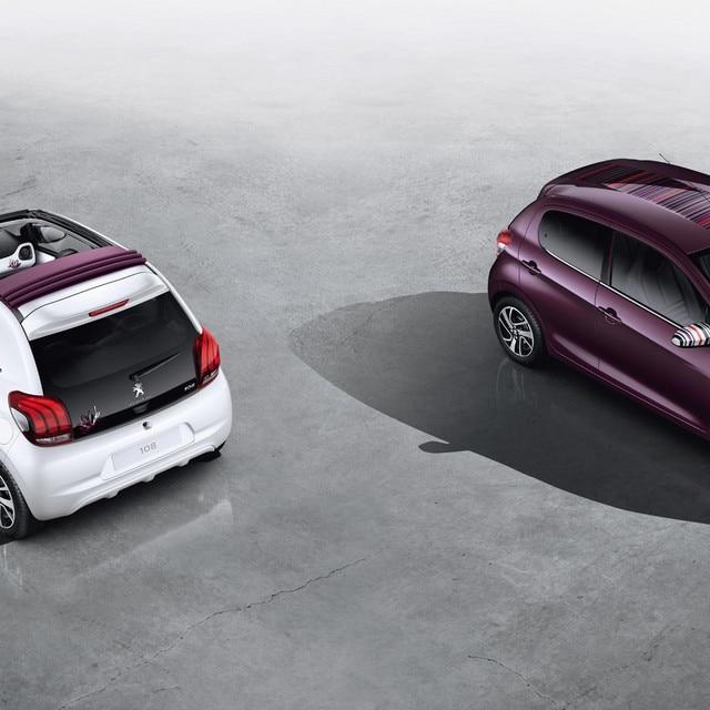 To Peugeot 108 ved siden av hverandre