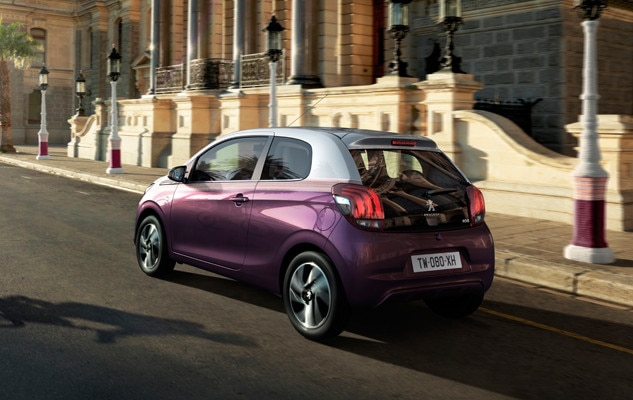 Lilla Peugeot 108 sett bakfra