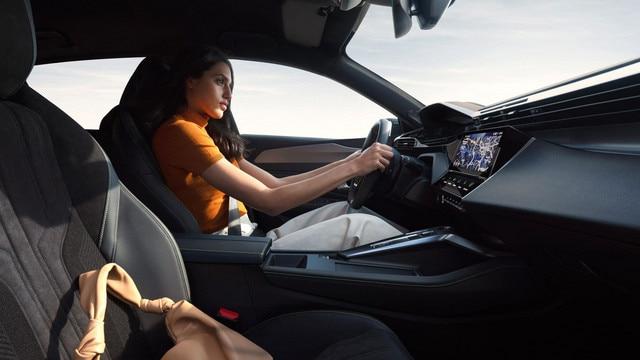 /image/82/0/driving-position-femme-rvb-ndp.803820.jpg
